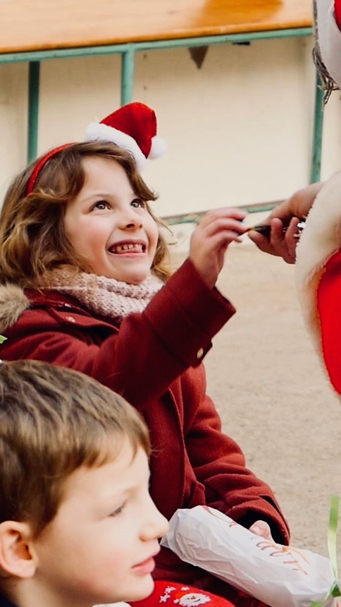 Vidéo d'une école à Noël
